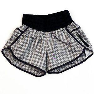 Lululemon Mid Rise Athletic Shorts Size 6